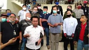 DPRD Kota Surabaya didatangi puluhan masyarakat dari berbagai profesi