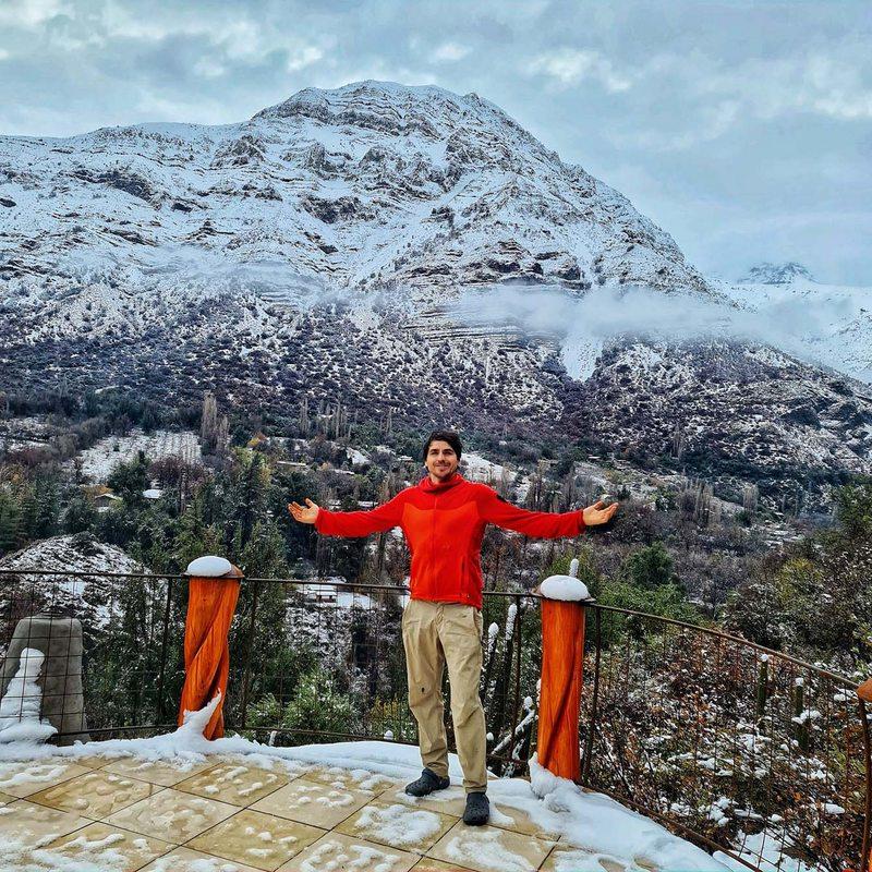 Pangal Andrade y la primera nevazón en su casa