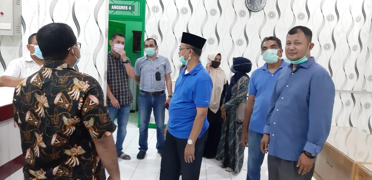 Plt Bupati Bireuen Besuk Pendamping PKH yang Alami Kecelakaan Saat Bertugas