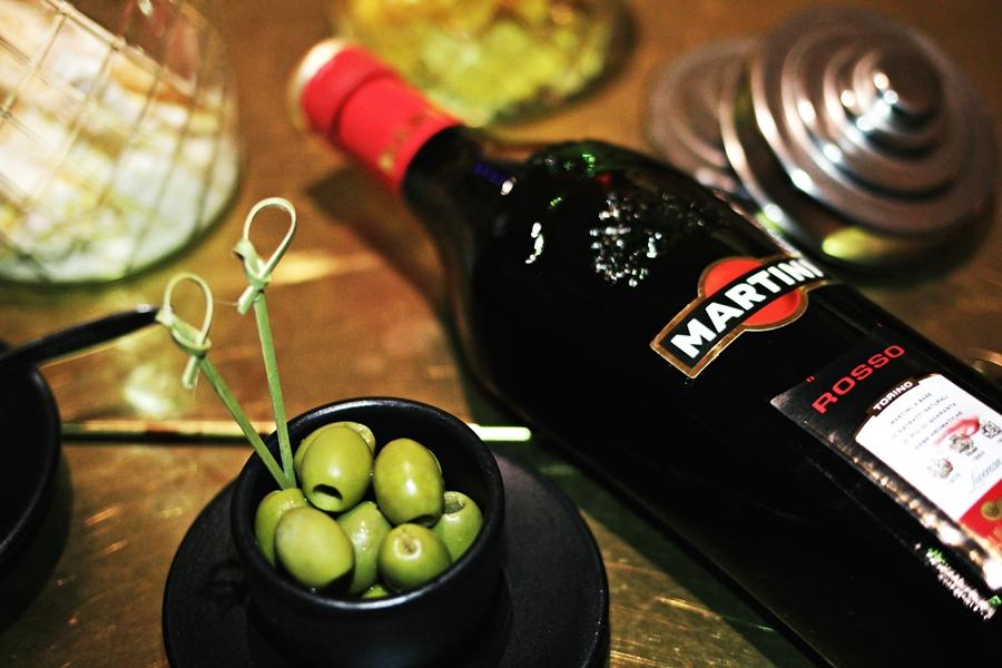 martini rosso aperitif snack olive