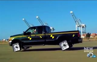 Превозно средство с квадратни гуми, възможно ли е това? (ВИДЕО)