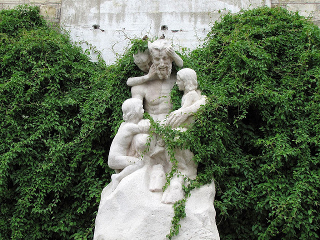 La Faune aux enfants, The Faun with Cchildren by Yvonne Serruys, rue Louis Blanc, Paris