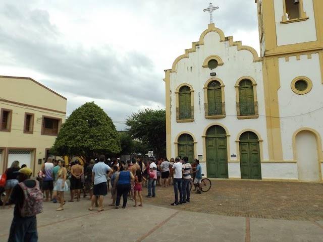Filho mata mãe de 74 anos a facadas, tenta se esconder em igreja e acaba preso no Ceará