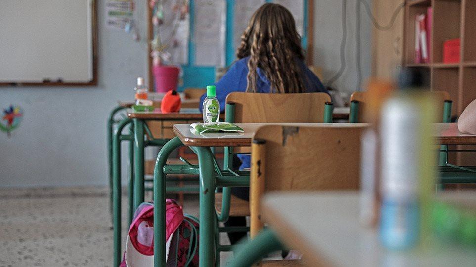 Σχολεία: Ξεκίνησε η πΣχολεία: Ξεκίνησε η παραγωγή μασκών για τους μαθητέςαραγωγή μασκών για τους μαθητές