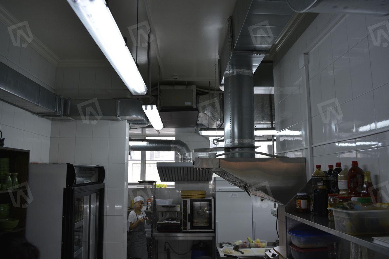 Горячий цех ресторана Tai Wok Grill на первом этаже ресторанного комплекса