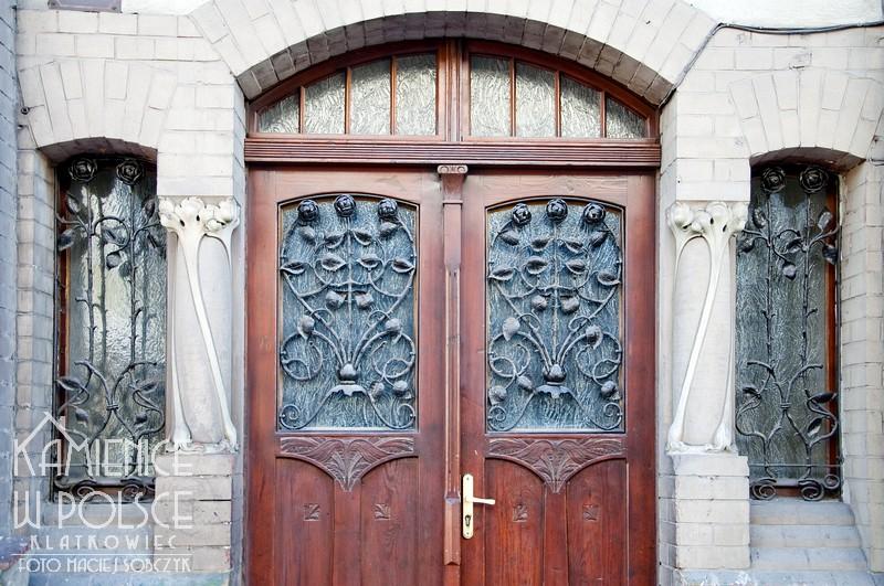 Świebodzice. Architektura Kamienica. Drzwi wejściowe. Metaloplastyka.