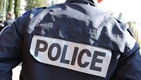 L'office centrale pour la répression de l'immigration irrégulière et l'emploi d'étrangers a annoncé, vendredi 26 juillet, le démantèlement d'un réseau international de trafic de passeports à partir de la France. La tête du réseau est un Algérien de 41 ans qui gérait le trafic par téléphone depuis sa cellule en prison, rapporte Le Figaro.
