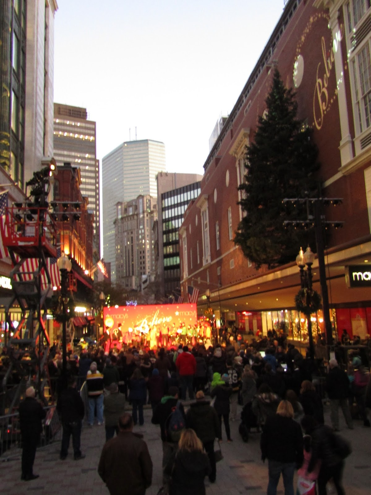 The Boston Foodie: Darlene Love Kicks Off The Holidays In Downtown ...