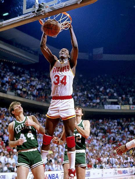 02cbef7c0f Az ifjú Olajuwon (34) mindent megtett, de az 1986-os Bostont nem nagyon  lehetett legyőzni