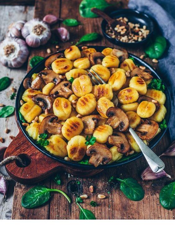 Crispy roasted Gnocchi with Garlic Mushrooms