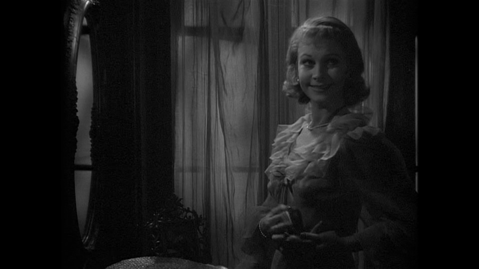 blanche dubois essay Winning college admissions essay 60second  when blanche first arrives at  stella's meager, two-room apartment, she's confronted with the reality of her fall  she's lost her job  blanche dubois considers herself a victim.