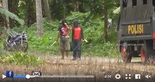 HEBOH... Video 3 Pria Bertopeng Menghadang Rombongan Polisi Bersenjata