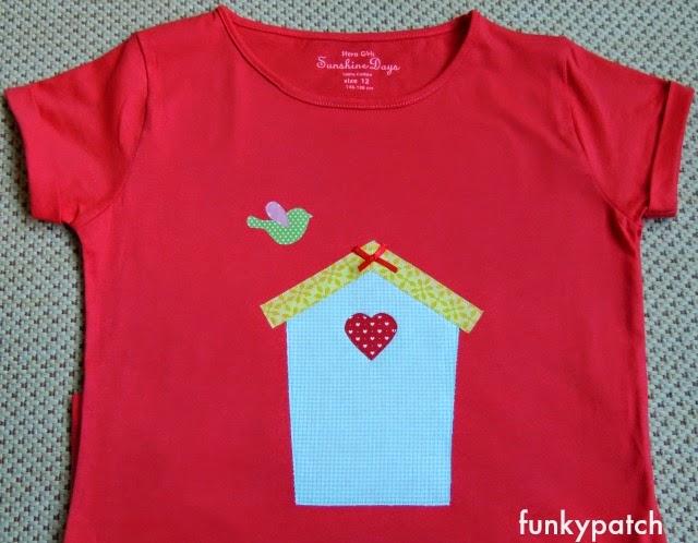 camiseta con aplicaciónes de casita de pajaro de funkypatch