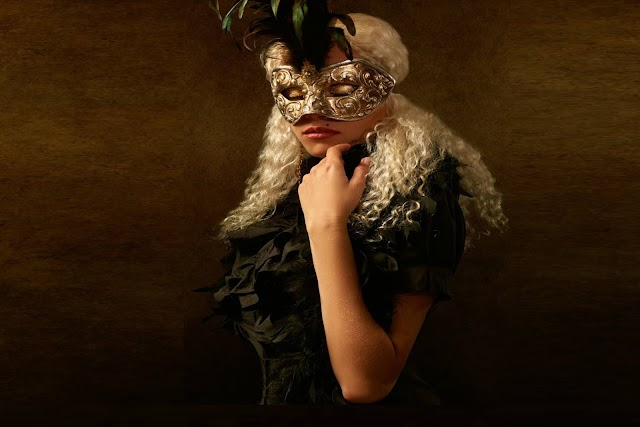 What kind of outfit should you wear with Masquerade Mask? - TopThingz