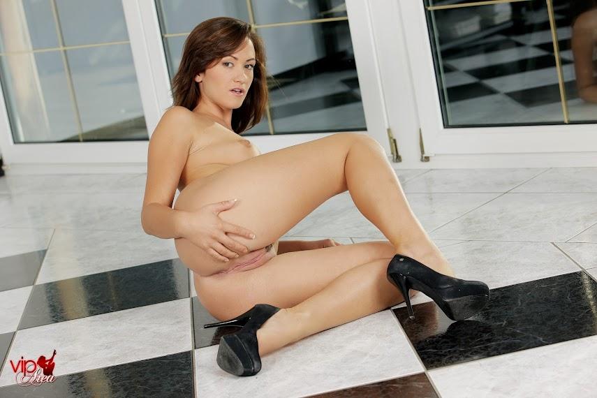 viparea 2014.11.18 - Tess Lyndon - Night With Tess x124 2000x3000