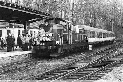 2 kwietnia 2000 r., ostatni pociąg osobowy dotarł do Karpacza; początek procesu niszczenia linii