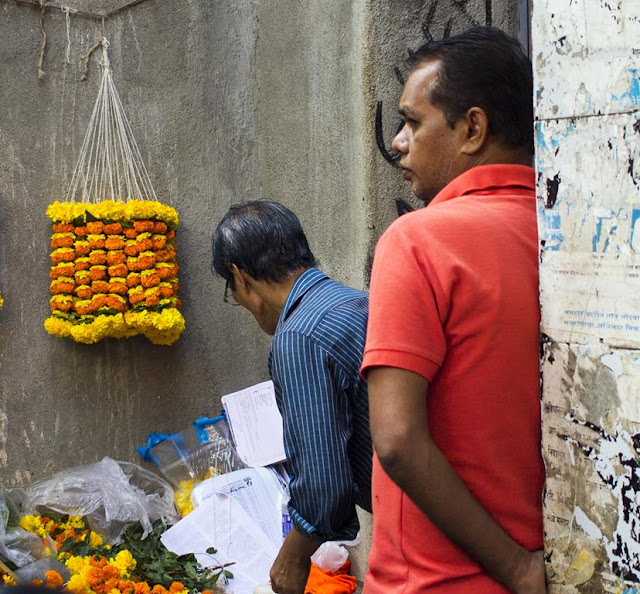 marigolds, flowers, garlands, street, streetphoto, worli, koliwada, mumbai, incredible india, my corner of the world