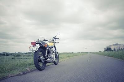 田園風景とYAMAHA SR400