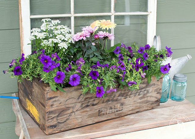 Spring Planter Box  |  The Painted Hinge on fg2b
