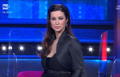 Manuela Arcuri foto oggi i soliti ignoti 30 aprile
