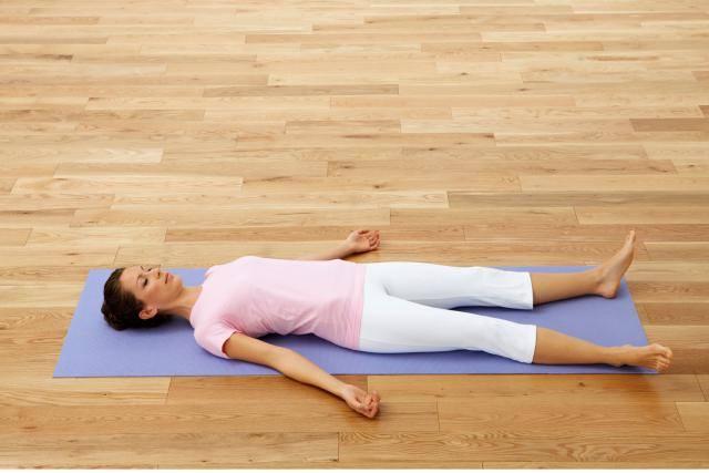 Tập yoga tại nhà với 5 tư thế đơn giản