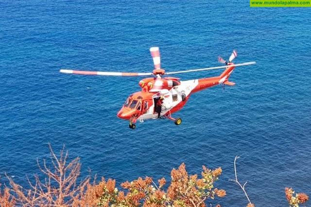 El Helicótero del GES rescató ayer a un varón herido en la playa de La Veta de Tijarafe