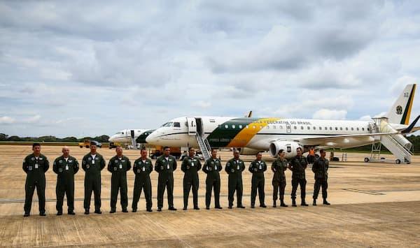 Tripulação de avião da FAB que partiu para China