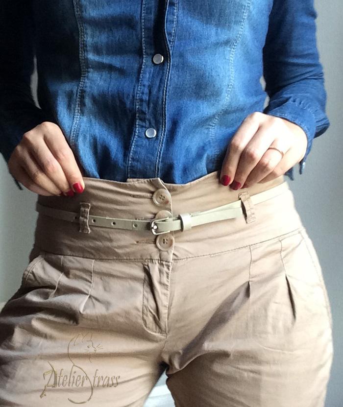 pantalon a la cintura con camisa vaquera