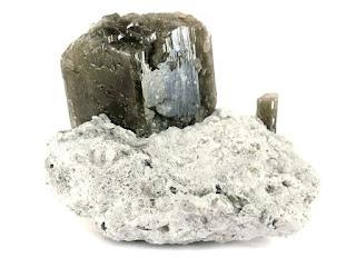 Cristales de danburita en roca matriz