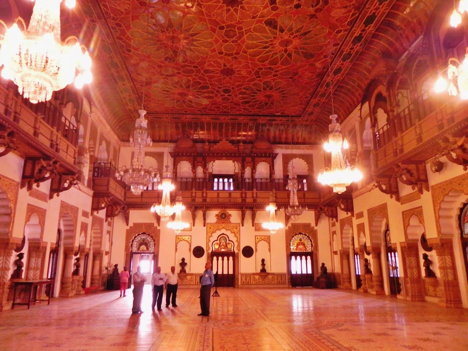 Dabar_Hall_of_Laxmi_Vilas_Palace,_Baroda