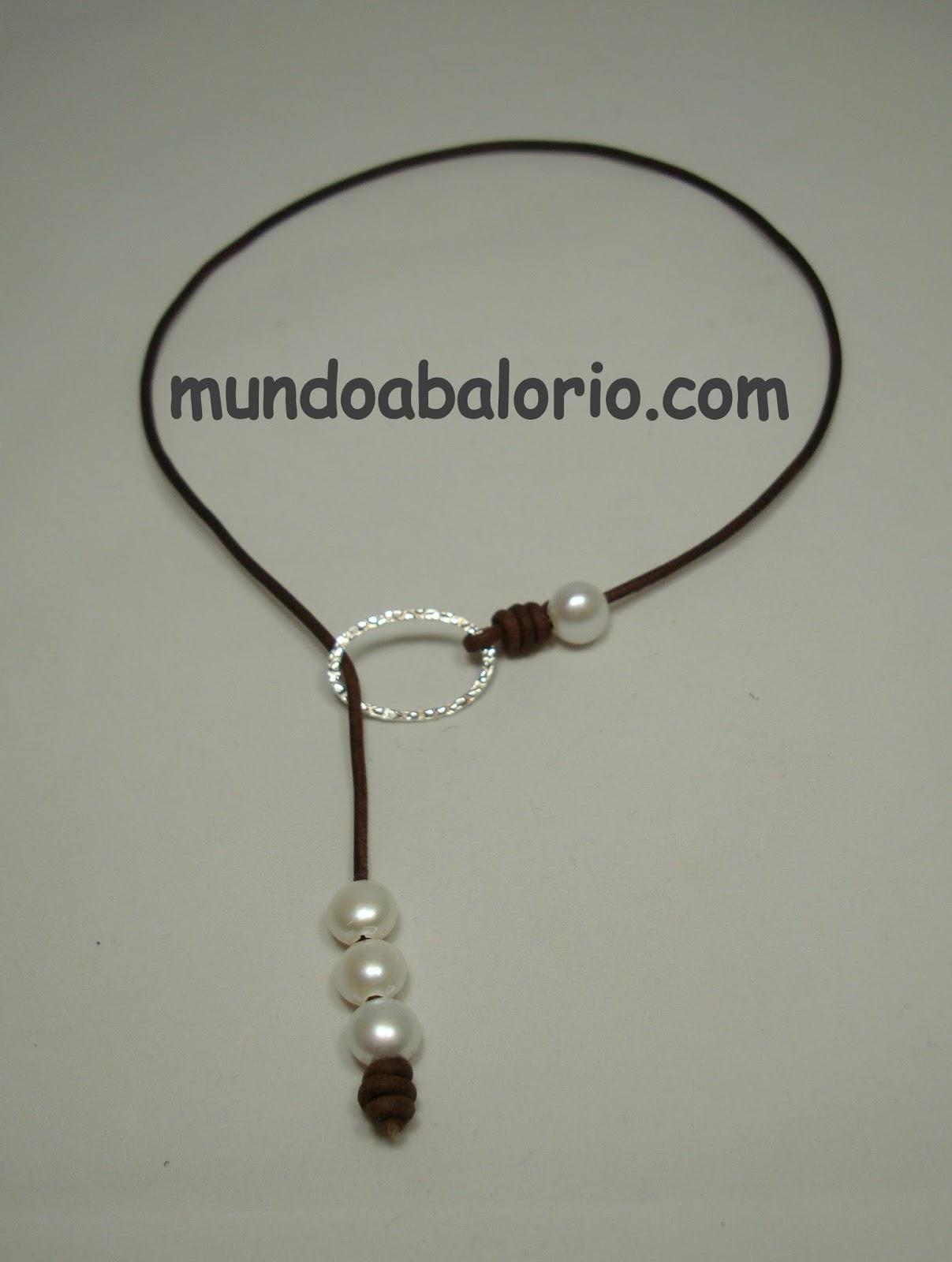 9d44c81eb0ea Mundo Abalorio Palencia  Collar de cuero perlas de río y plata