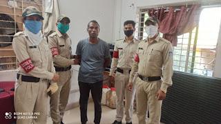 कोडरेड की टीम एवं गोराबाजार पुलिस ने त्वरित कार्यवाही करते हुये महिला को परेशान करने वाले शौहदे को पकडा़