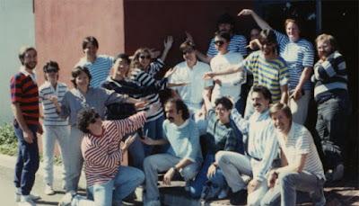 El equipo de LucasArts en 1990 con Ron Gilbert en el centro
