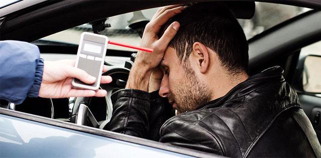 mabuk naik mobil