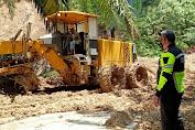 Longsor Tutup Jalan Lumban Rau di Sumatera Utara