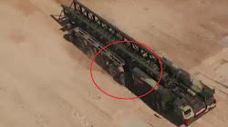 Xe phóng tên lửa K-7850 hiện đại của Nga gặp lỗi cơ khí trong lúc diễu hành Quân sự
