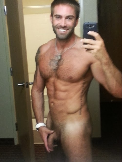 Gay Fotos Group Blogger Selfie - 02-7089