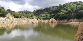 Pozo Ostión, La Arboleda, Bizkaia, al fondo Mendíbil
