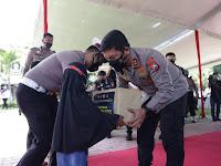 Polda Jatim Berikan Beasiswa dan Pengangkatan orangtua asuh Kepada 7.044 Anak Korban Covid