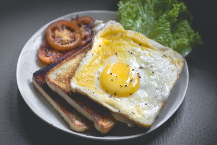 2. Suka lupa makan di pagi hari ketika berangkat kerja atau sekolah