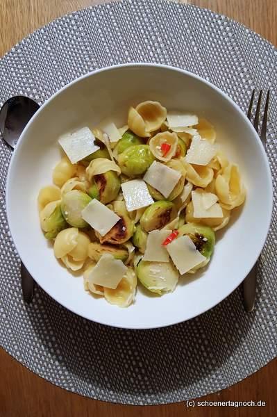 Orecchiette mit Rosenkohl, Zitrone und Chili