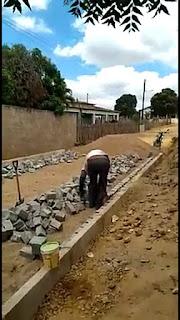Prefeitura de Cacimba de Dentro realiza serviço de pavimentação para melhorar mobilidade urbana