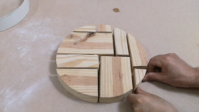 قطع من الخشب على شكل دائرة بواسطة منشار الأركت