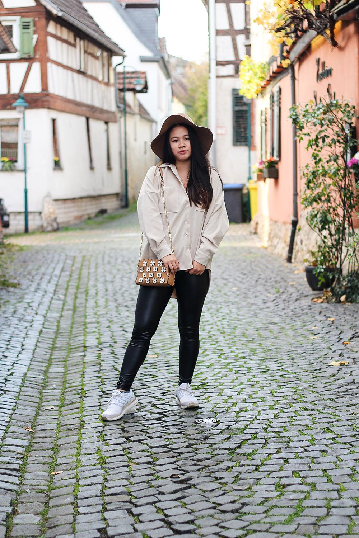 Kord Bluse mit Bershka Leggings