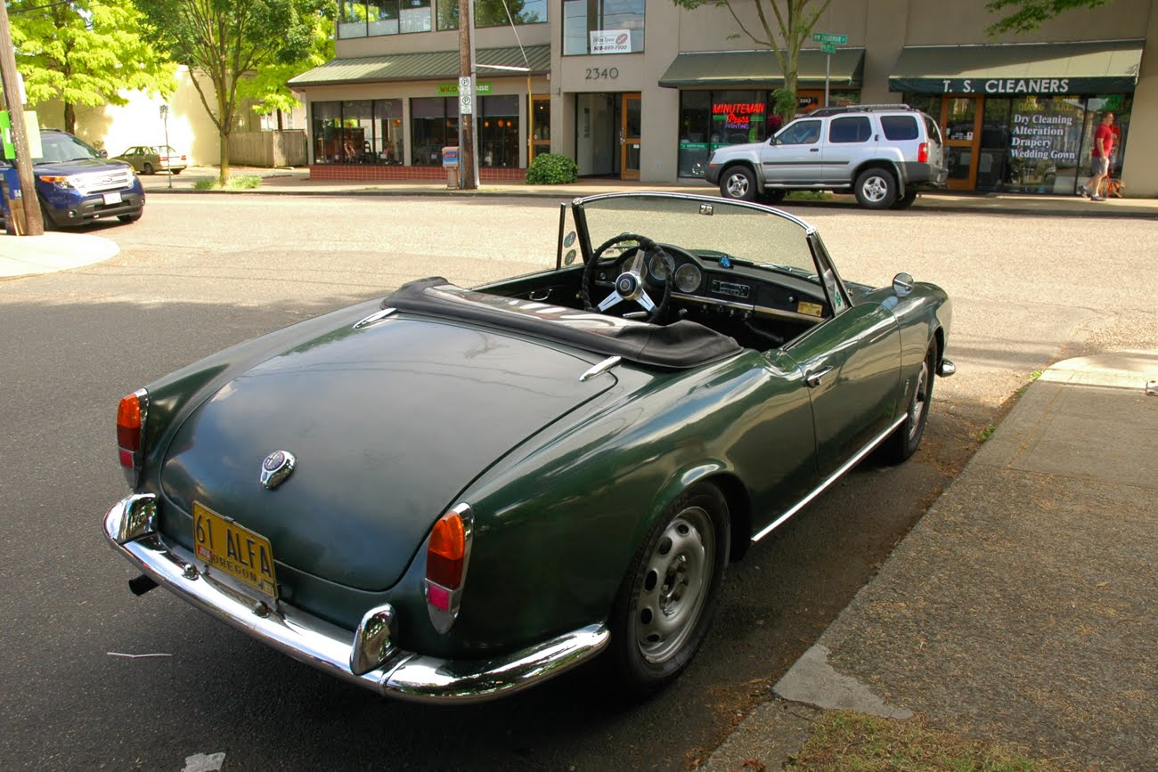 old parked cars 1961 alfa romeo giulietta spider. Black Bedroom Furniture Sets. Home Design Ideas