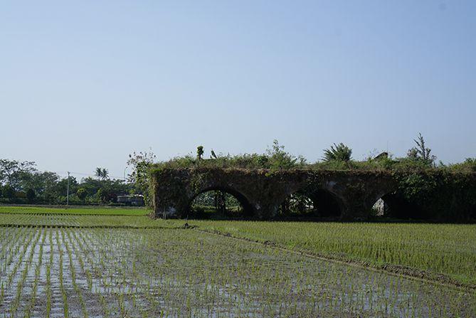 Jalan kaki menuju Benteng Willem Ambarawa