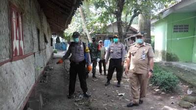 Hilangkan Rasa Panik dan Takut, Desa Mekar Kondang Lakukan Penyemprotan Disinfektan