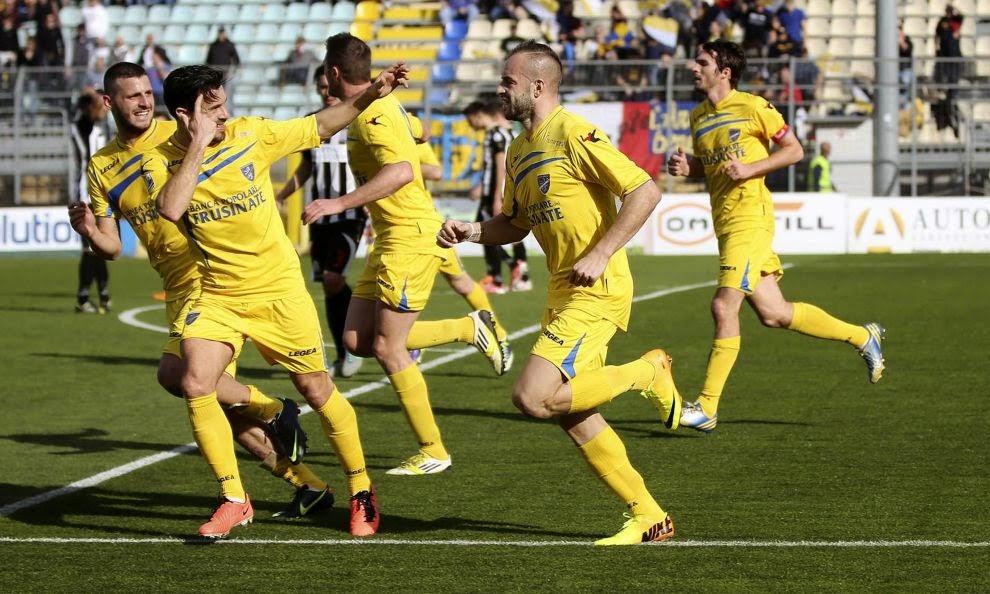 Luca Pellegrini, Curiale e altri con la maglia del Frosinone. foto: Corriere dello Sport