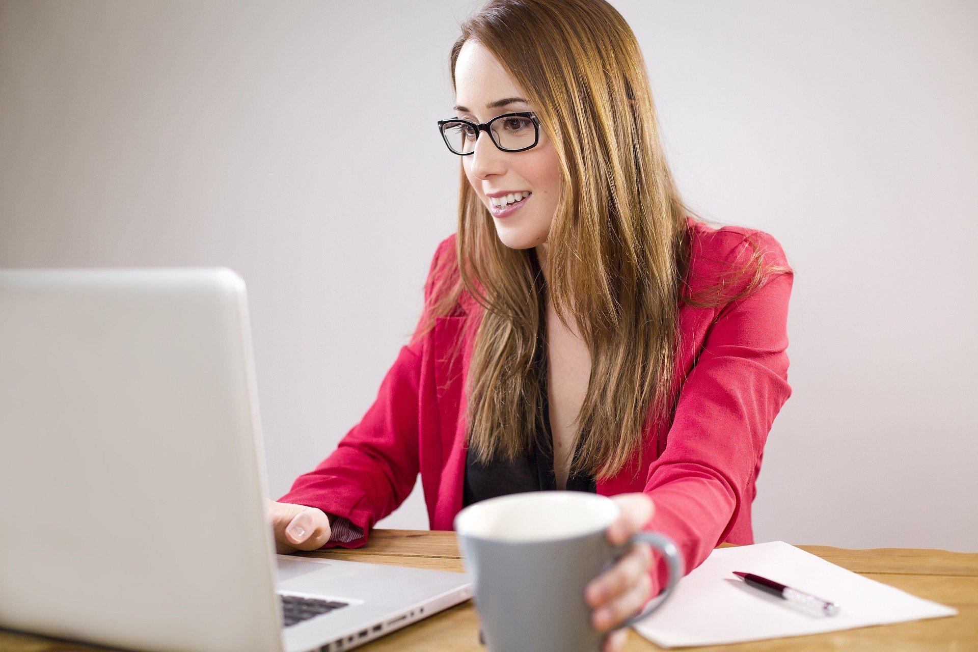 Saiba o que faz uma Assistente Virtual ou Secretária Remota - Uma opção para Trabalhar em Casa - Andreia Carvas