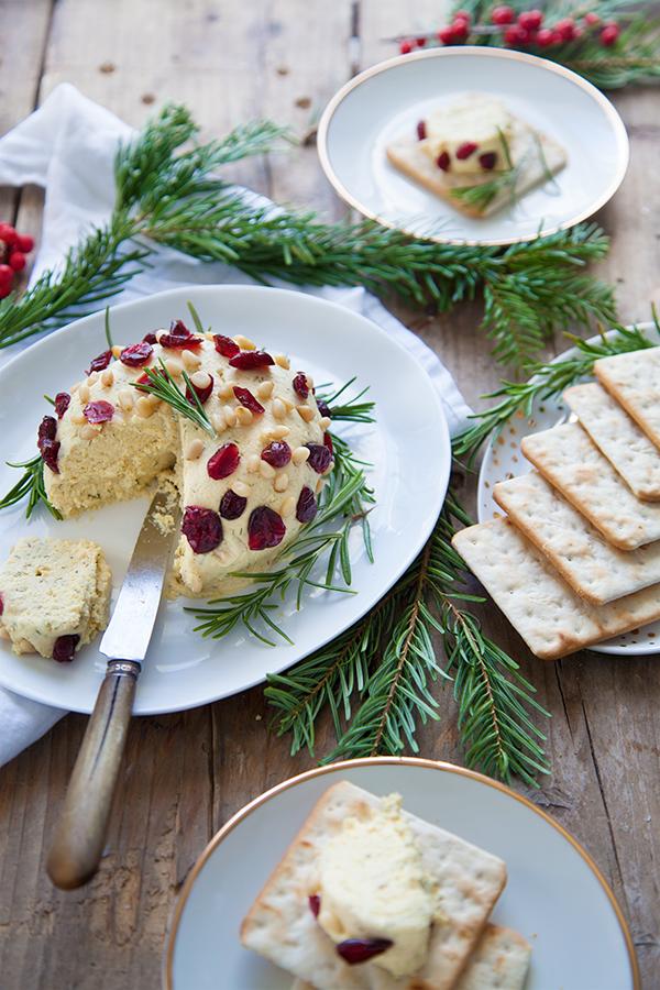 Sucettes de fromage frais vegan aux cranberries & herbes